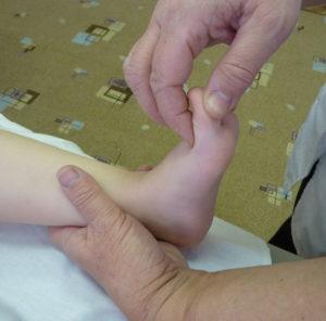 массаж пальцев стопы