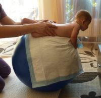 упражнение на фитболе для грудничков