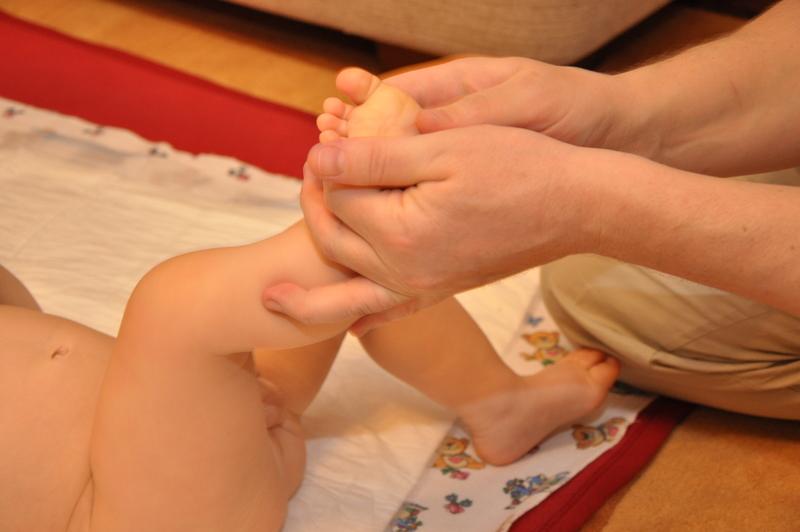 прием массажа- растирание стопы